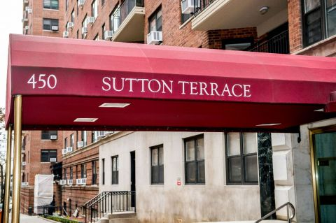 The entrance to Sutton Terrace.